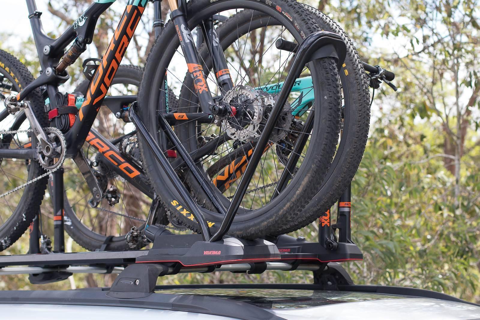велокрепление с фиксацией за колеса